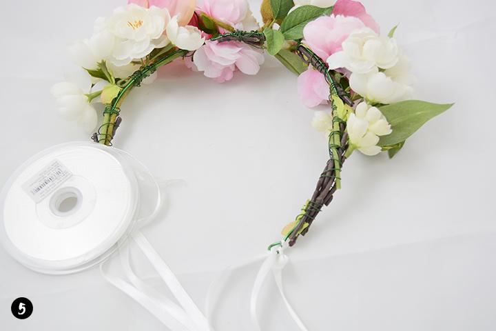 Etape 5 diy couronne de fleurs