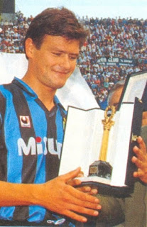 Serena with the trophy he won as Serie A's top scorer in 1988-89