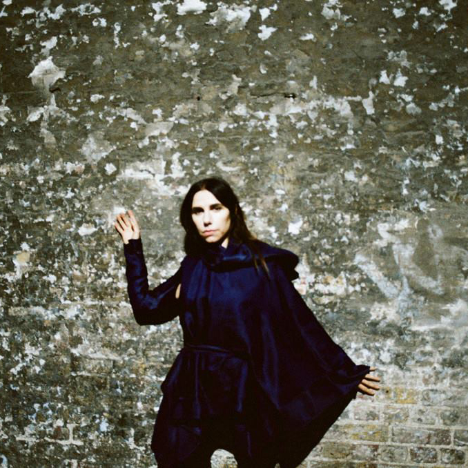 PJ Harvey discute causa social no videoclipe de 'The Community of Hope'