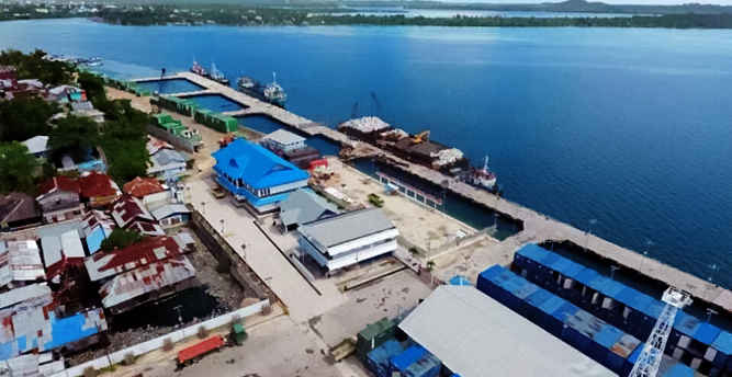 Pelaksana tugas (Plt) Gubernur, Zeth Sahuburua mengapresiasi Kota Tual yang diprogramkan menjadi pelabuhan pengumpul ikan oleh PT. Perikanan Nusantara (Perinus) dan PT. Pelindo IV untuk pangsa ekspor.