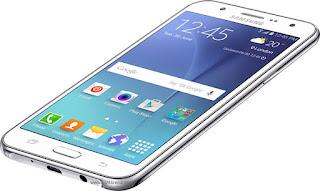 Samsung Galaxy J7 Layar 5.5 inch
