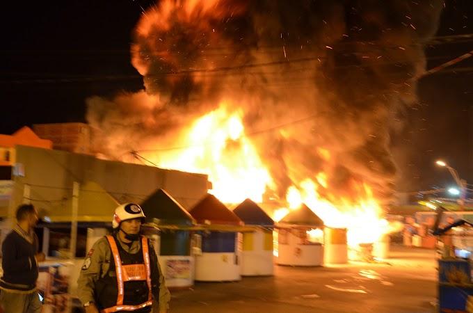 Incêndio no Parque do Povo destrói várias barracas e shows deste sábado serão cancelados; veja fotos e vídeo