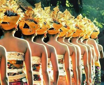 http://www.asalasah.com/2016/04/kenapa-nama-orang-bali-wayan-made.html