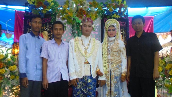 Pertemuan di pesta pernikahan