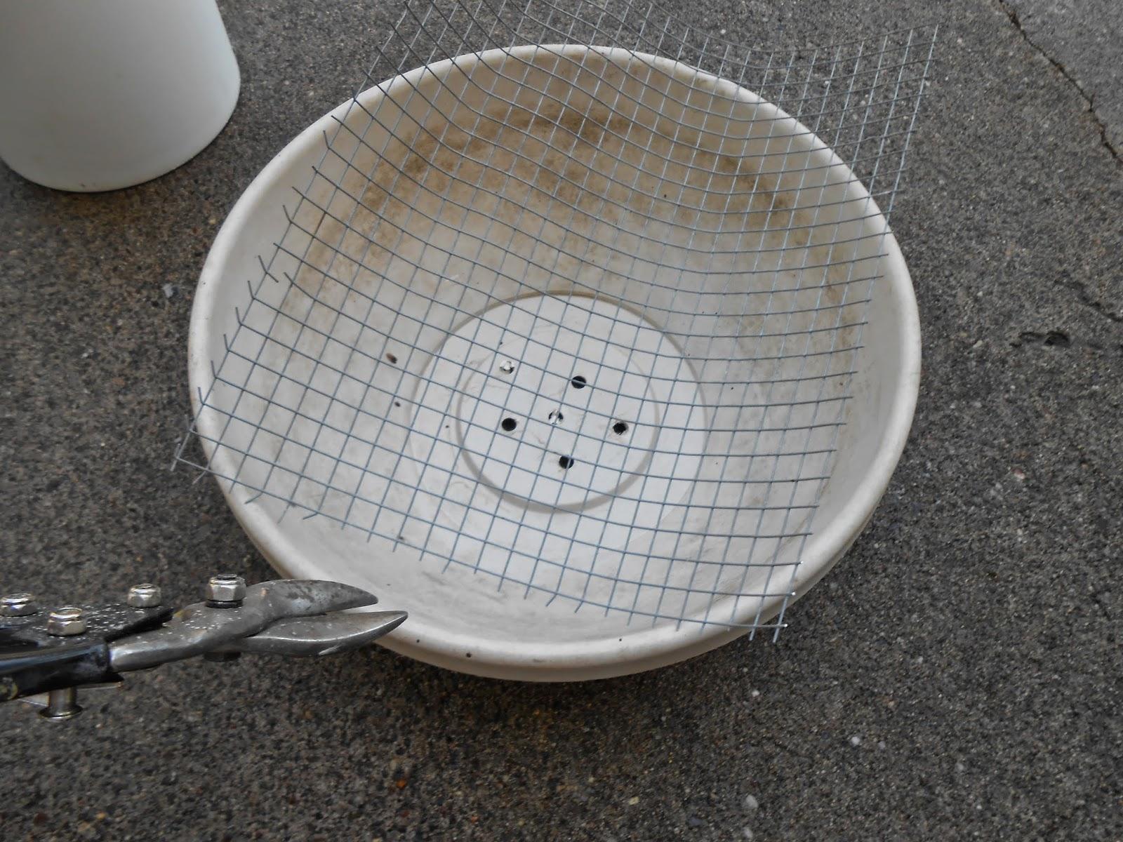 Sproutsandstuff Diy Concrete Birdbath For Less Than Six Dollars