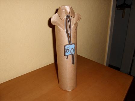 stempelfrau noch eine verpackte flasche. Black Bedroom Furniture Sets. Home Design Ideas