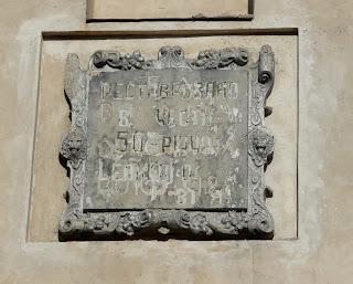 Дубно. Луцкие ворота. Мемориальная доска о реставрации башни
