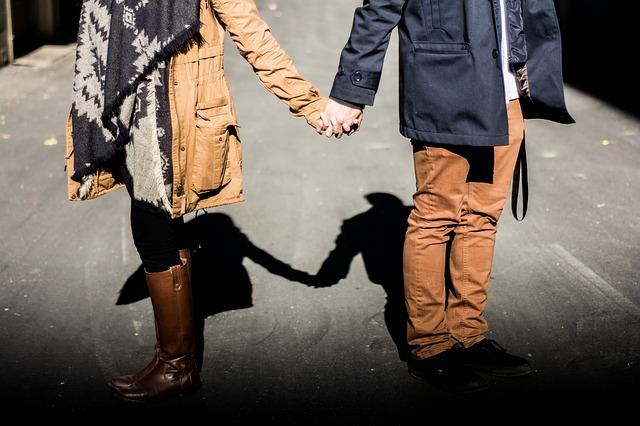 Inilah Tanda Cara Istri Mencintai Suami Yang Tidak Disadari Oleh Suami