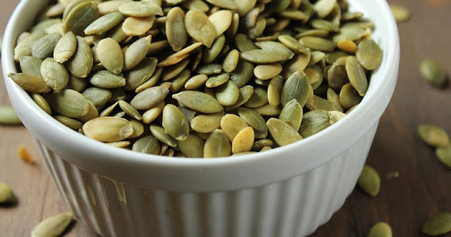 HOW TO EAT PUMPKIN SEEDS TO PARALYZE PARASITES AND INTESTINAL WORMS FOR ELIMINATION