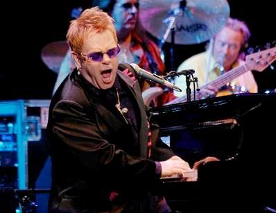 Foto de Elton John en el escenario