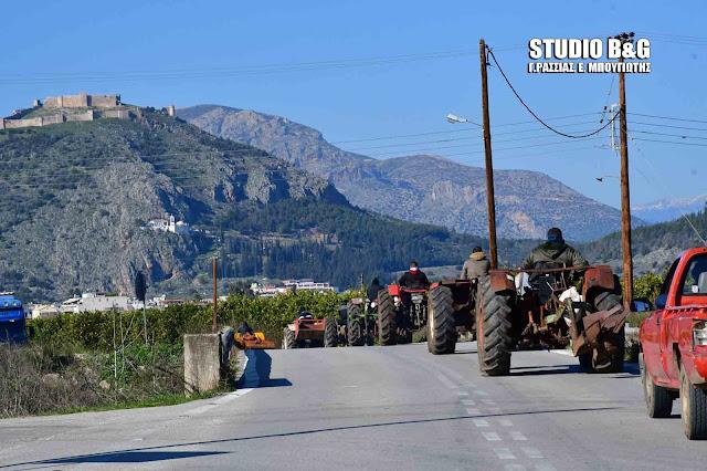 Έστησαν μπλόκο οι αγρότες της Αργολίδας στο κόμβο Ινάχου (βίντεο)