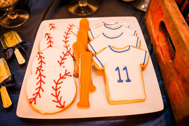 Rays-themed groom's table and wedding decorations