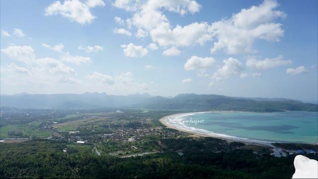 Pemandangan Teluk Pacitan dari Sentono Gentong