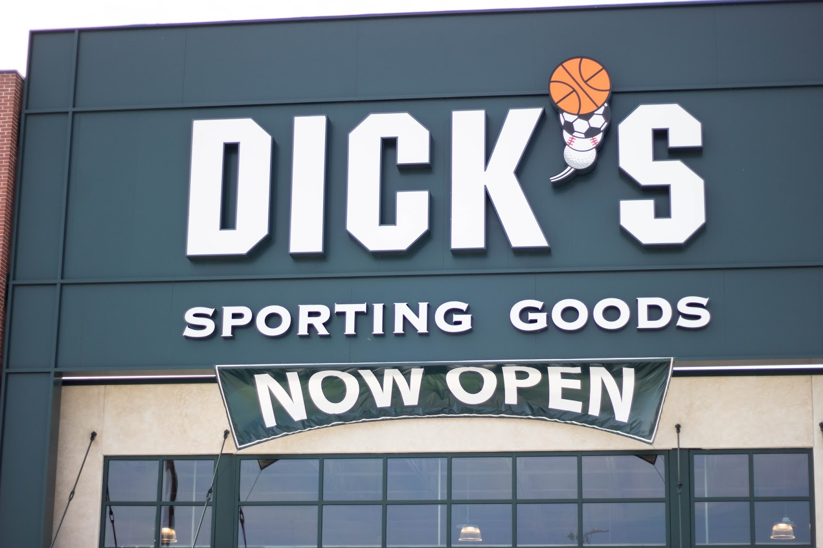 Baybrook Mall opens the new Dick's Sporting Goods Store
