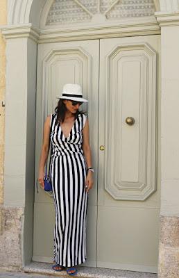 wakacyna sukienka, summer dress, sukienka w marynarskie paski, wakacyjny styl, styl na wakacje, panama kapelusz, moda damska, kobieta, styl, jej styl, twój styl, stylistka Poznan, blog po 30ce