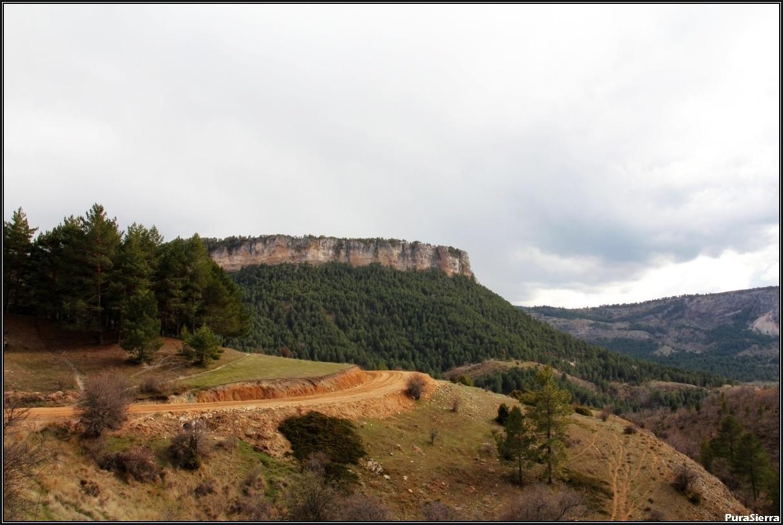 La Campana vista desde el camino a Peralejos De Las Truchas (toma 1)