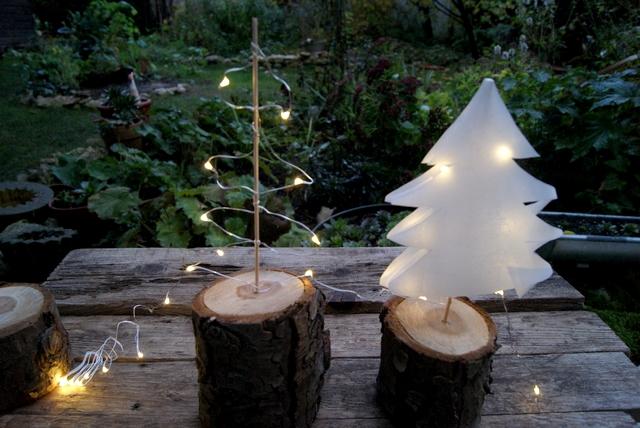 DIY Weihnachtsbaum aus Papier mit Mini-Lichterkette