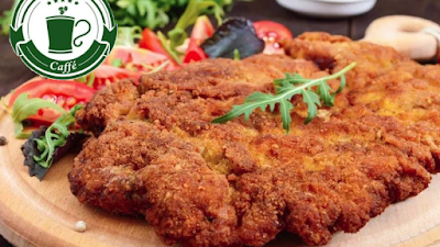 Milanesa de pollo con fideo a la manteca