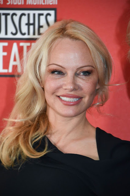 La déclaration d'amour de Pamela Anderson à Adil Rami, M. Pokora cuisine torse nu pour Christina Milian