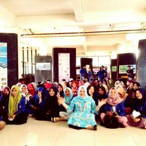 Unismuh Makassar Gelar Pameran Poster Lingkungan dan Perempuan Pemulung