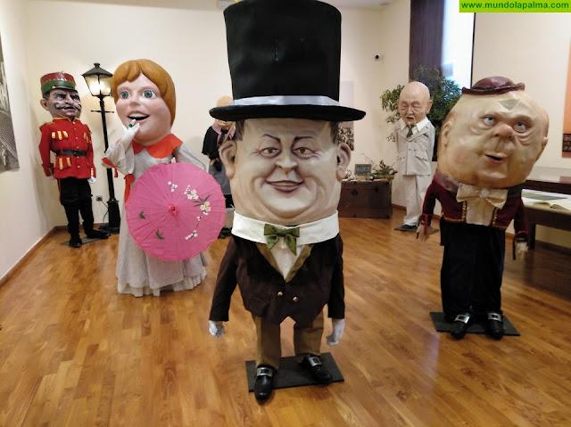 El alcalde inaugura la exposición 'Monstruos y colosos de papelón' en el Centro de Interpretación de la Bajada de la Virgen