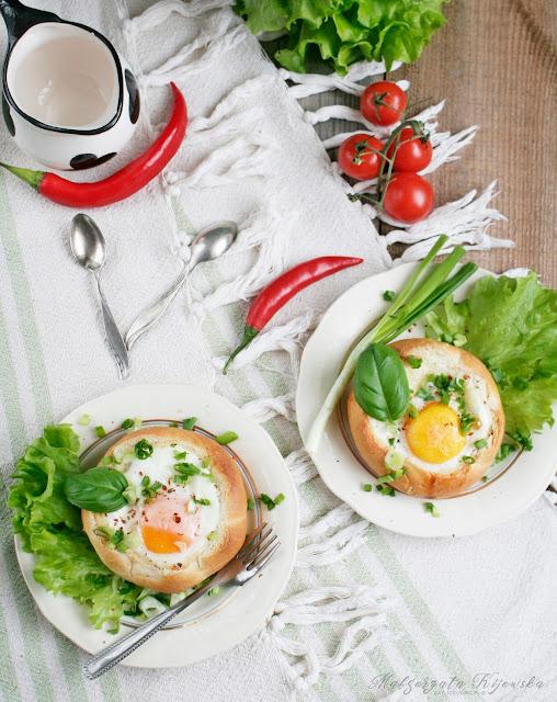 dobre śniadanie, zapiekane jajka, chrupiące pieczywo, daylicooking, co na śniadanie?