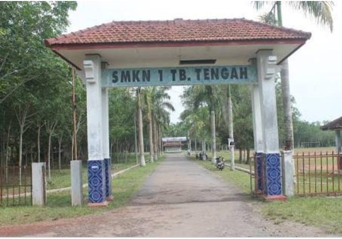 Kepala Sekolah SMKN-1 Tuba Tengah Diduga Hindari Konfirmasi Wartawan Terkait Kurang Transparannya Dana BOS.