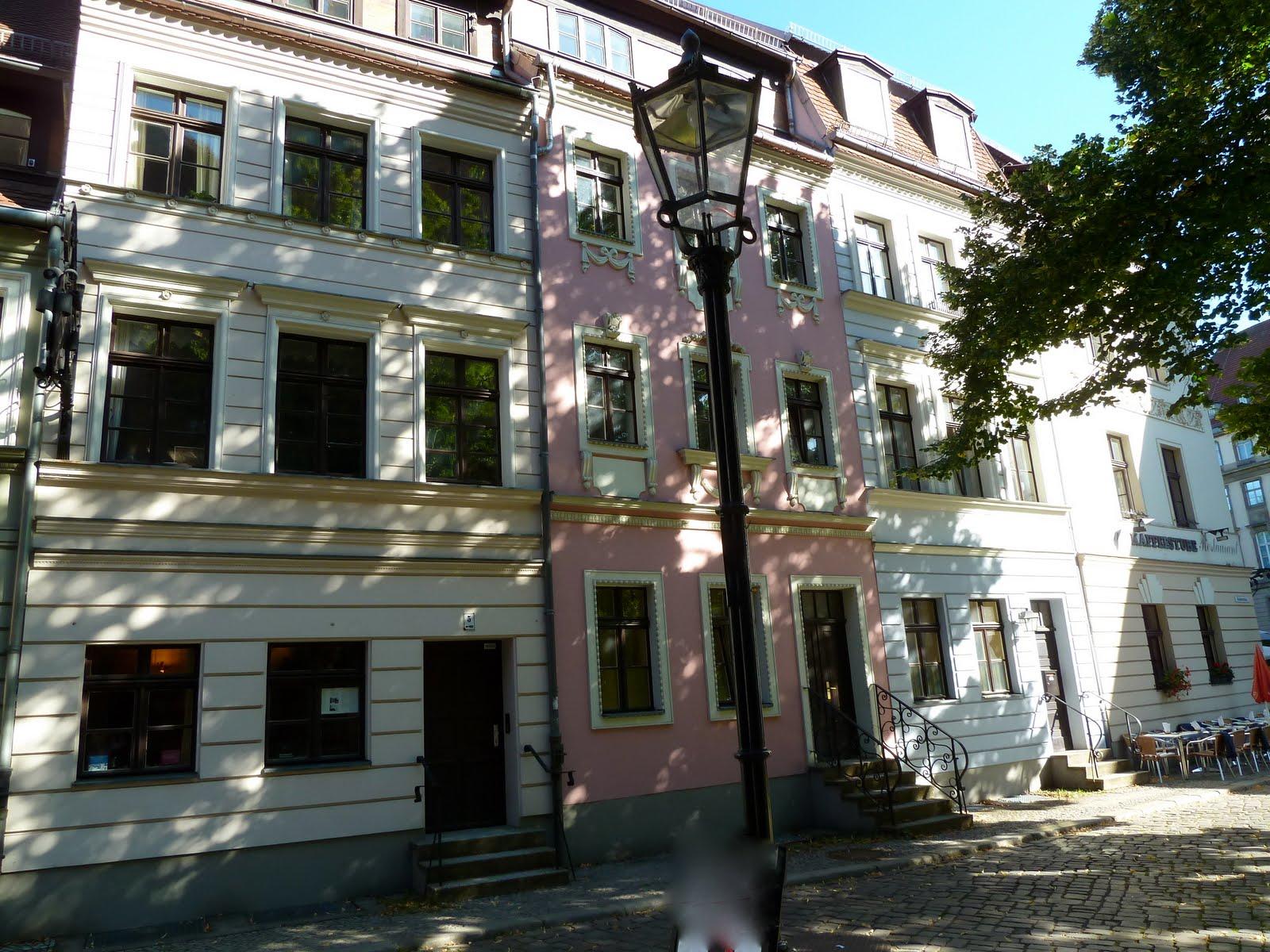 living in montpellier berlin nikolaiviertel 6. Black Bedroom Furniture Sets. Home Design Ideas