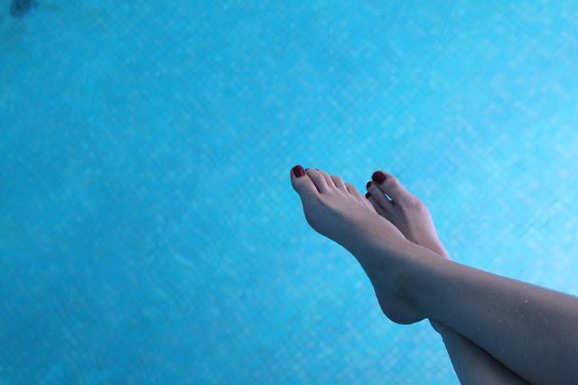 czerwone krostki na nogach