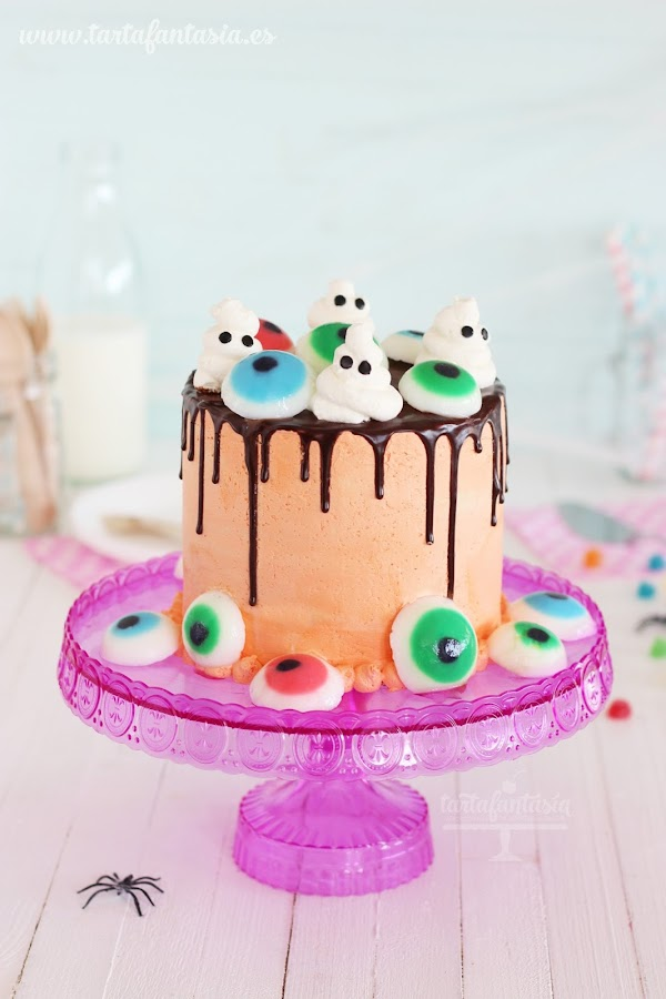 Cómo hacer una tarta de Halloween decorada con ojos de gelatina
