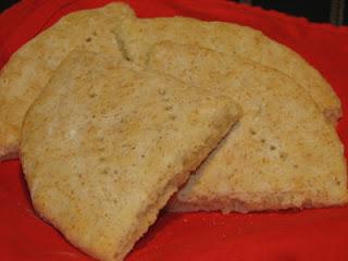 Gluteenitonta leivontaa: Teeleipä