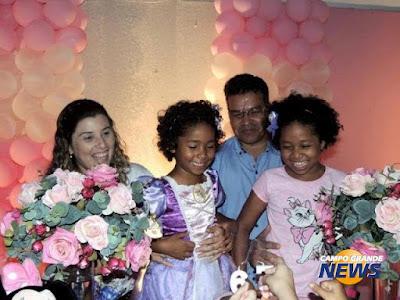 http://www.campograndenews.com.br/lado-b/comportamento-23-08-2011-08/adotadas-desafio-para-irmas-e-superar-abandono-sem-raiva-dos-pais-biologicos