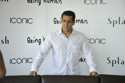 Salman Khan visiting Dubai on 2nd December 2012