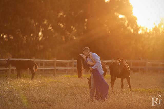 raphael gallo, ensaio romântico, prévia romântica, natureza, pôr do sol, haras, e-session, pré wedding, rústico, noivos,  cavalos