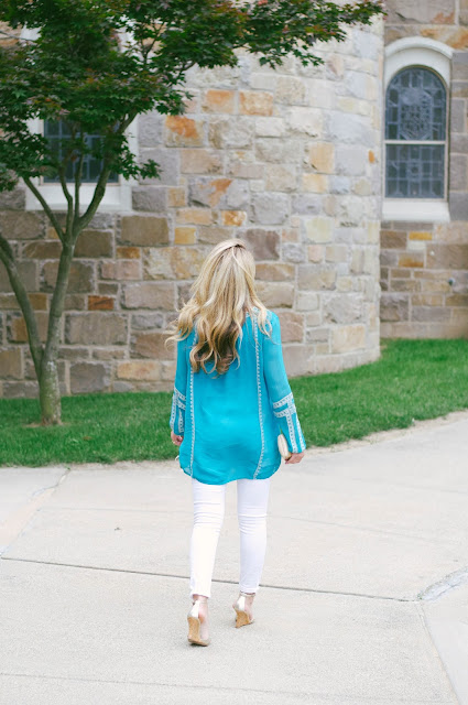 teal tunic and white jeans with manolo blahnik wedges