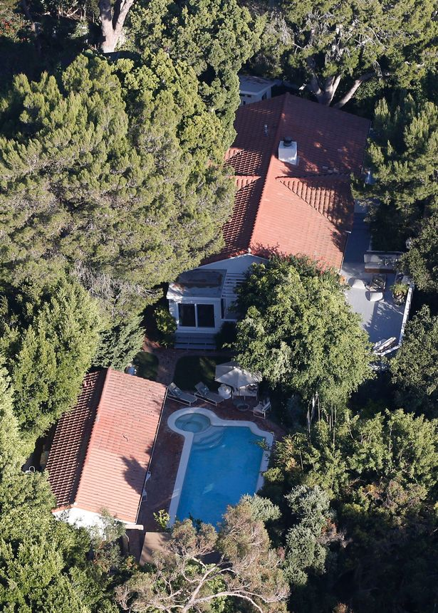 Aerial-views-of-Miranda-Kerrs-Malibu-residence-the-scene-of-a-confrontation-between-an-armed-intrud