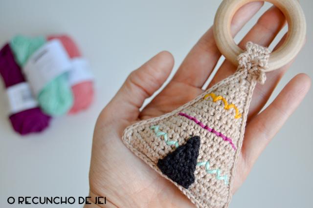https://www.etsy.com/es/listing/623702109/tipi-sonajero-mordedor-de-crochet?ref=shop_home_active_2