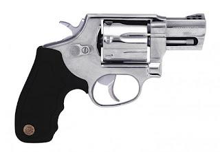 No interior de Patos, adolescente é detido ao ser flagrado com arma dentro de escola