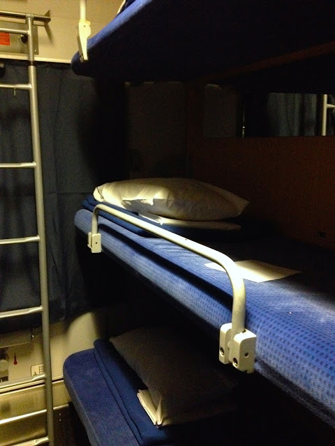 Kasur tingkat 3 di gerbong couchette 6 berth city night line to berlin-2