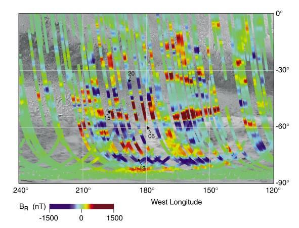 На картинке изображена часть южного полушария Марса. Красные и синие  полосы, которые пересекают траекторию космического аппарата «Mars Global  Surveyor», ... 38548337922