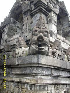 Ukiran candi Borobudur
