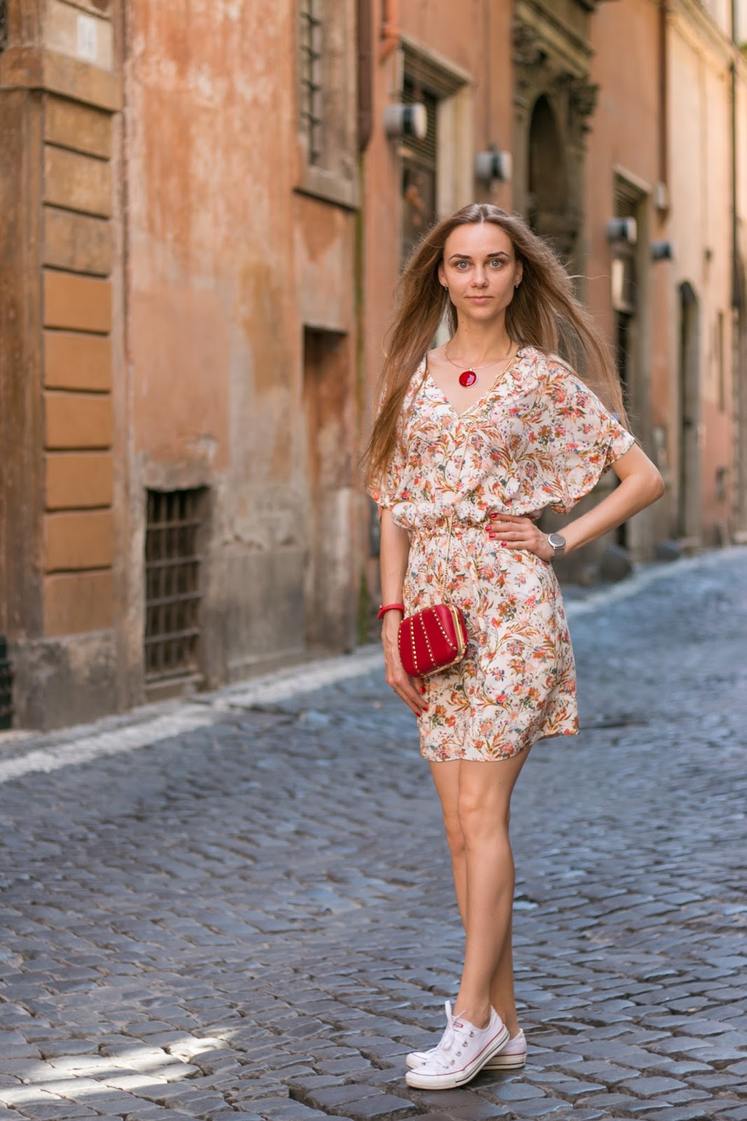 LookOn, look, lookbook, outfit, outfits, ootd, wiw, wiwt, style, fashion, fashion blog, fashion blogger, inspiration, floral dress, white dress, white sneakers, red clutch-box, necklace, wiw, streetstyle, fashionblogger, styleblogger, summer outfit
