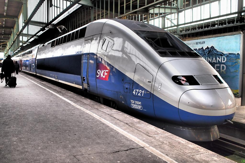 Top 10 World's Fastest Bullet Train Service - stunning line