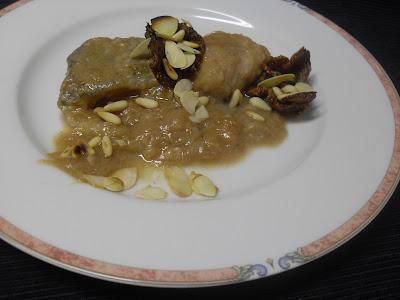 Bacalao cocinado con salsa de membrillo y frutos secos