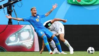 Árbitro de vídeo dá a Neymar a lição de que ele tanto precisava