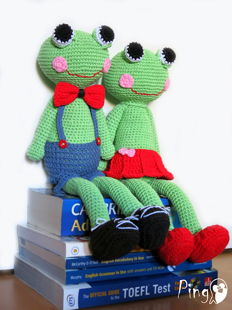 Abby and Robin - crochet frog pattern by Pingo - The Pink Penguin