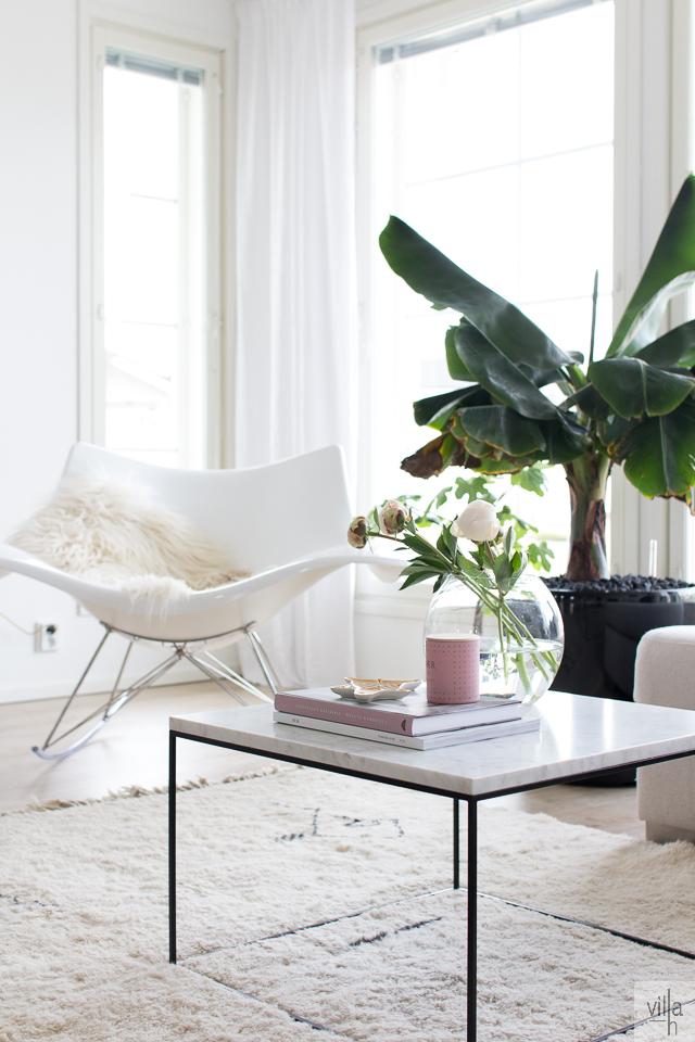id, interior, sisustus, stingray keinutuoli, banaanipuu, pionit