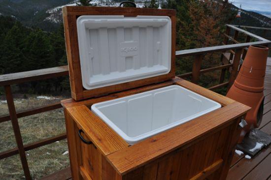 Diy outdoor wooden cooler find my diy for Diy patio cooler