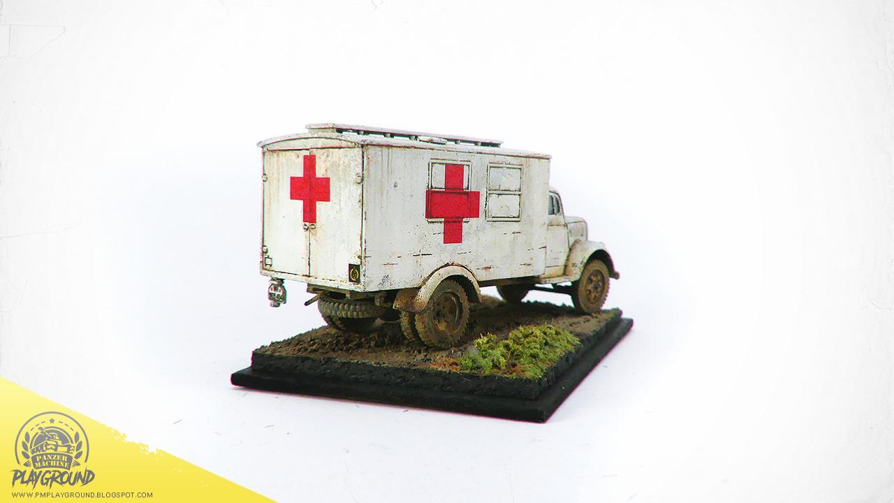 Kfz_305_Ambulance_0003.jpg