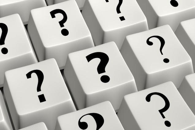 teclado de computador com interrogações